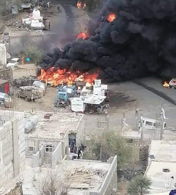حريق هائل يلتهم أحد أكبر مخازن المشتقات النفطية في تعز