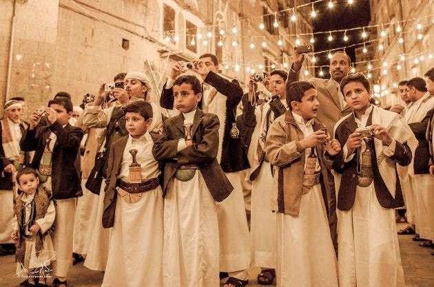 على نهج القاعدة وداعش.. الحوثي يستبدل المزمار والأغاني بالزوامل في مناسبات الأعراس