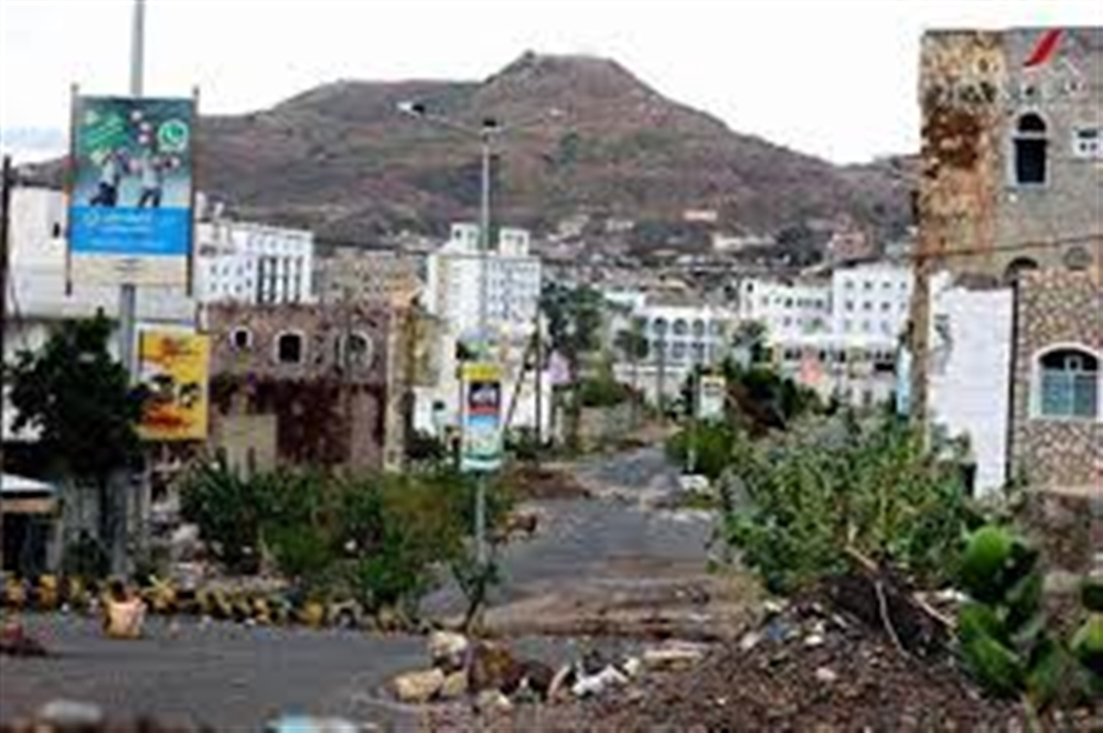 احتدام المعارك بين الجيش والحوثيين شرقي مدينة تعز