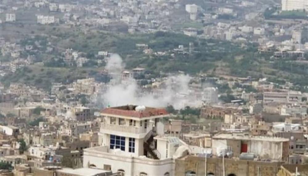 مليشيا الحوثي  تجدد قصفها  للأحياء السكنية بتعز