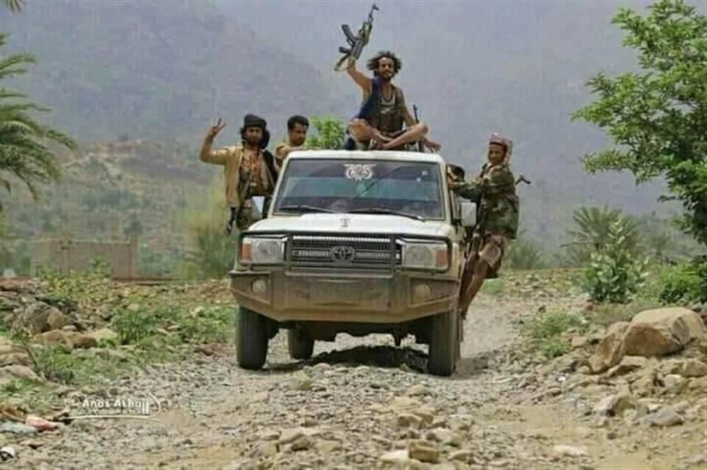 متحدث عسكري: الجيش سيطر على تلة استراتيجية وقطع خط إمداد الحوثيين جنوب تعز