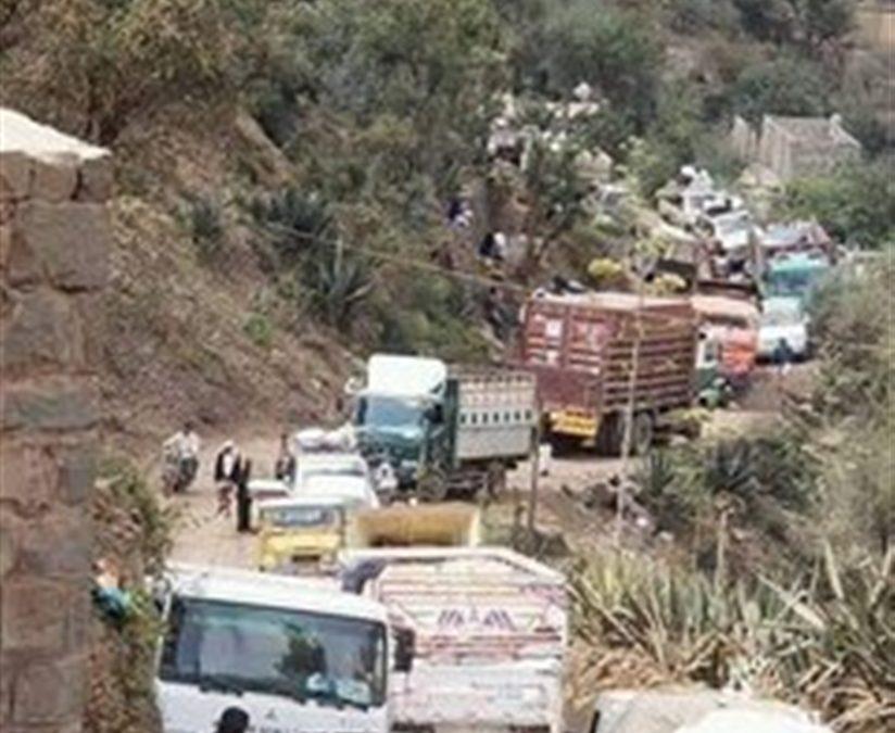 تعز.. الحوثيون يغلقون  المداخل الفرعية إلى المدينة ويطبقون الحصار على السكان