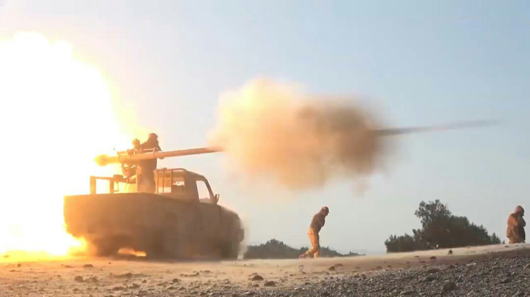 مدفعية الجيش تستهدف المليشيا الحوثية في صرواح