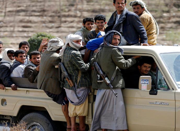 صنعاء.. جماعة الحوثي تُجبر موظفي الدوله على القتال في صفوفها