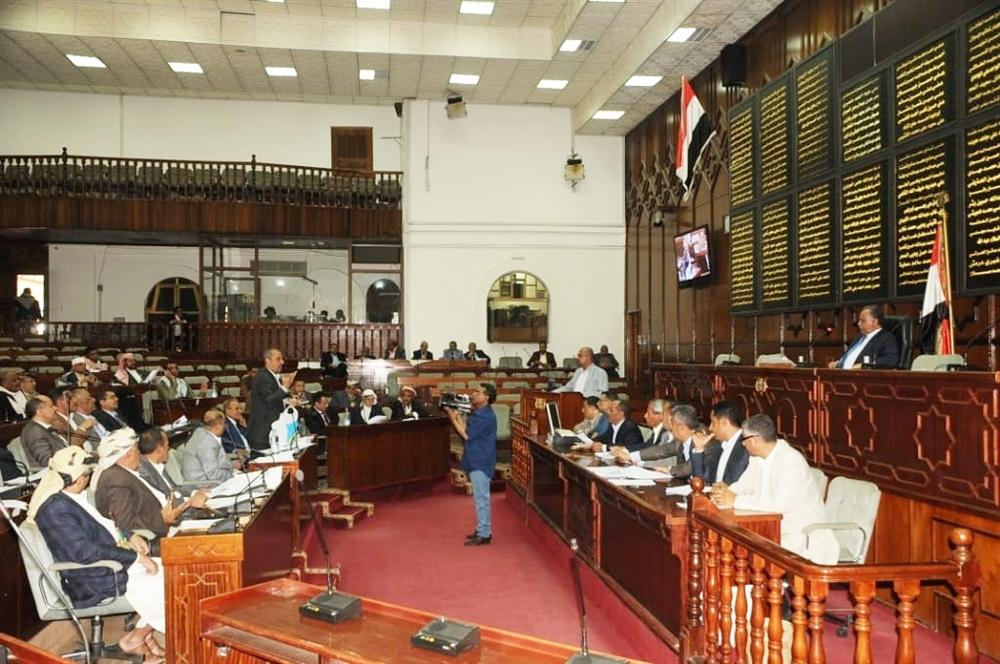 برلمان مليشيا الحوثي يسقط عضوية 44 برلمانيًا