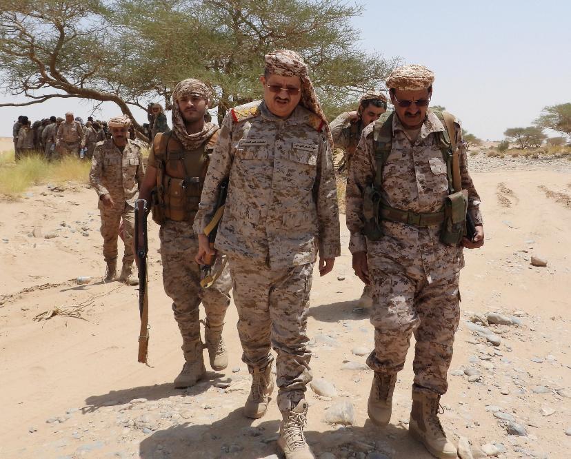وزير الدفاع يتفقد سير العمليات القتالية في أطراف مأرب