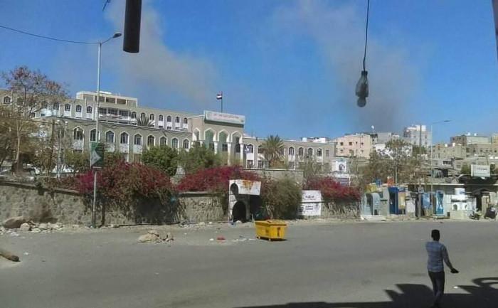 مليشيا الحوثي تقصف مستشفى الثورة العام بتعز وإصابة أحد أفراد الحراسة