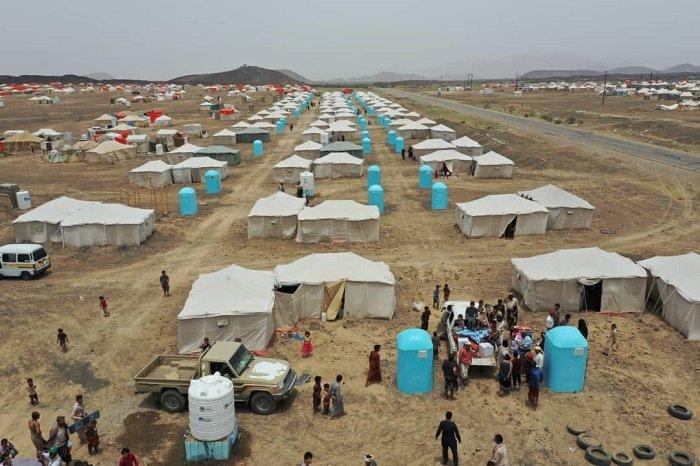 قتلى وجرحى بقصف حوثي استهدف مخيمات للنازحين في مأرب