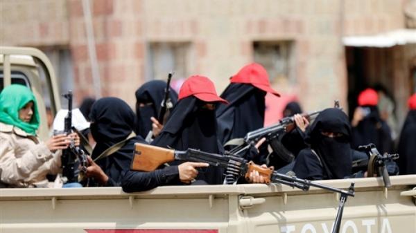 زينبيات الحوثي يهاجمن النساء في المنتزهات بصنعاء