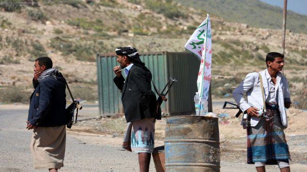 """ميليشيا الحوثي تكثف جباياتها في أرياف تعز تحت مسمى """"إعاشة ودعم النقاط الأمنية"""""""