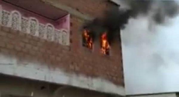 الحديدة.. احتراق منزل بحيس عقب استهدافه بقذيفة حوثية